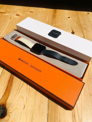 Apple Watch Series 5 Space Gray 44mm + Authentic HERMES watch band ve