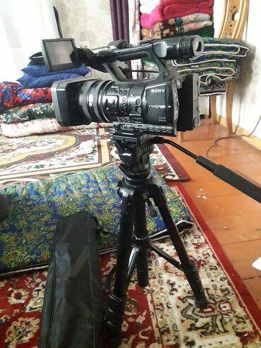 Видеокамеры qihan - Кыргызстан: Nxcam 5 с жоск диск 128 гб 2 батарейка штатив комплект тел Срочно