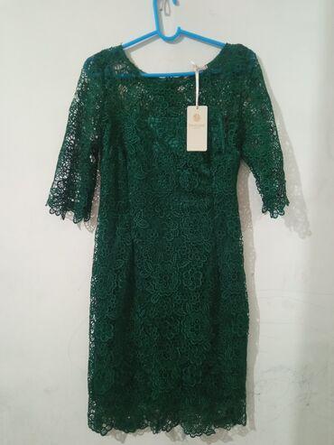 Продаю красивое платьеНовоеРазмер 42-44, сидит по фигуреОтдам за 1000
