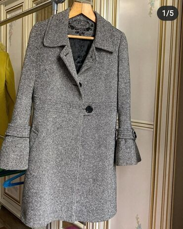 Бу пальто шикарного качества и в очень хорошем состоянии. Размер м