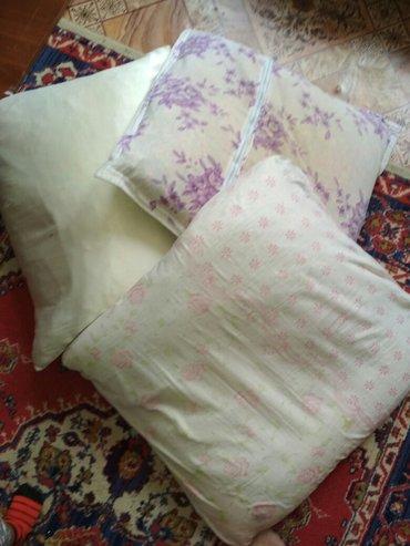 Продаю б/у перьевые подушки 200с каждая в Бишкек