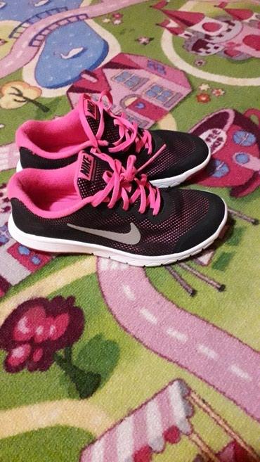 Dečije Farmerke i Pantalone | Zrenjanin: Nike dva pùta obuvene, br 37,5