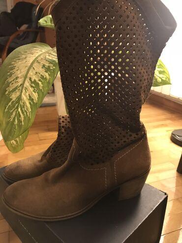 Prolećno jesenje čizme braon boje visina pete 6cm veličina 40