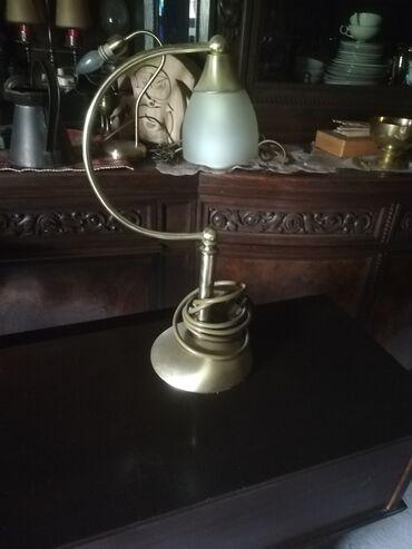 Kuća i bašta - Velika Plana: Simpaticna mala stona lampa. Nije ostecena i ispravna je.Visina 40 cm