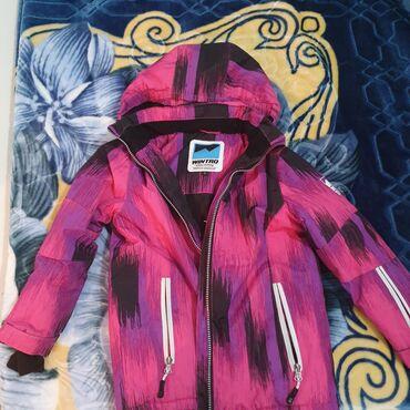 Kvalitetna decija jaknica,kupljena u planeti,velicina 6.Cena 2000
