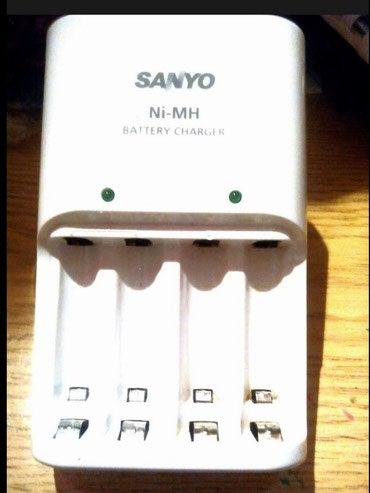 Foto i video oprema | Srbija: Punjac za tanke i deblje klasicne baterije, odlicnog kvaliteta