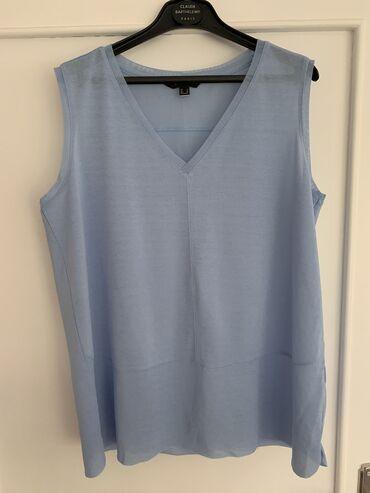 Majica brenda Cortefiel u M veličini svetlo plave boje. Jako lagana i