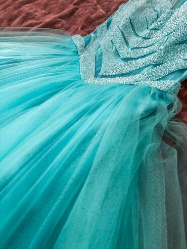 Платье нью-йоркского бренда terani couture брала за 650$ отдам намного