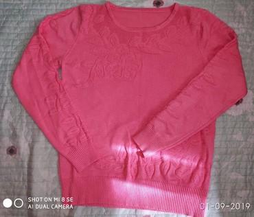 розовый свитерок в Кыргызстан: Тонкий свитерок. Размер 42-44-46. Б/у. Цена 200 сом. (7 микрорайон)