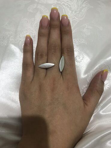 Продаю оригинально серебреное кольцо 925 пробы  Район Vefa center Звон