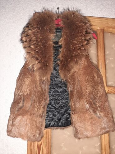 zhenskie krossovki s bantami в Азербайджан: Продается б/у меховая жилетка. Мех лиса