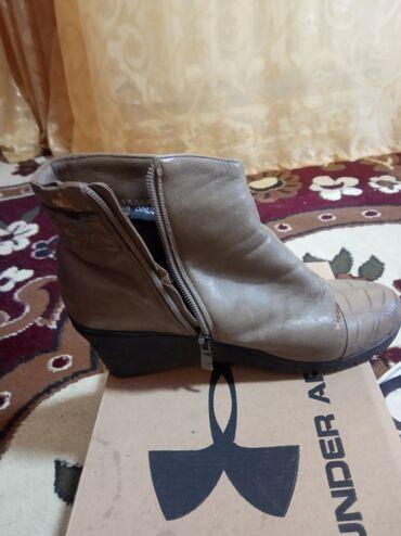 Личные вещи - Ала-Тоо: Женская обувь Зимние с мехом состояние норм 37 размер  300 сом