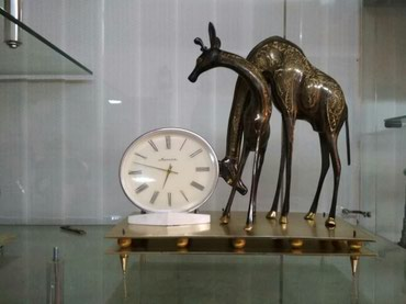 Часы, бронза, статуэтка два жирафа. в Бишкек