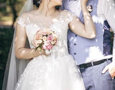 платье из кружева в пол в Кыргызстан: Свадебное платье А-силуэта ручной работы. Полупрозрачный корсет расшит