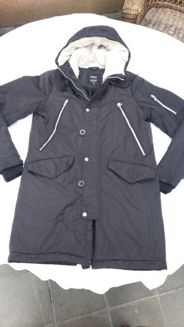 Zimske - Srbija: Pull&bear crna muska zimska jakna.Unutra postavljena vunom