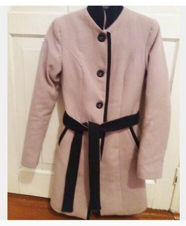 Пальто в хорошем состоянии и вязаное платье