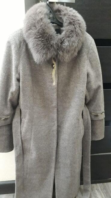 жен пальто в Кыргызстан: Жакасы,жени алынат жазгы пальто 500сом