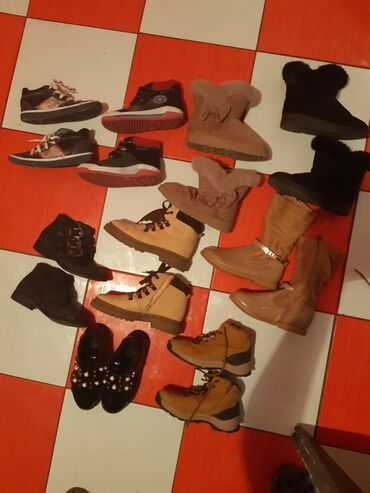 Pocepane na kolendublji - Srbija: Prodajem dečiju obuću za dečaka i devojčicu 34 povoljno