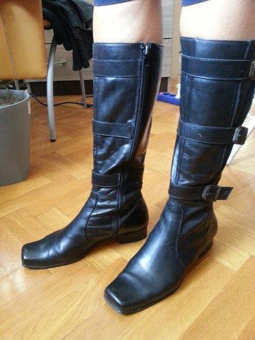 Ženske crne kožne čizme u odličnom stanju. Broj 39,izuzetno mekane - Vrsac