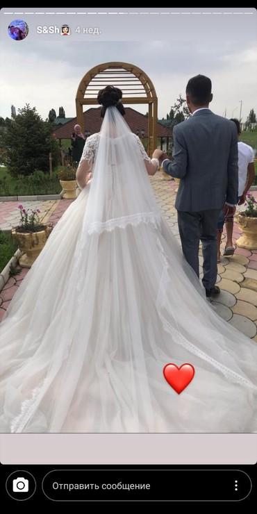 Свадебные платья - Токмак: Продаю красивое свадебное платье со шлейфом, цвет айвори. платье пышно