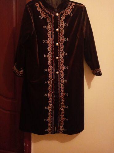 женское пальто в Кыргызстан: Плащ велюровый женский размер 54в отличном состояниипочти не