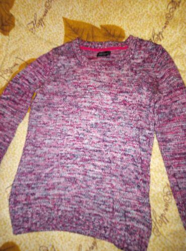 Тёплый свитер мне мало брала в селе дорого за 300 отдам размер на 42