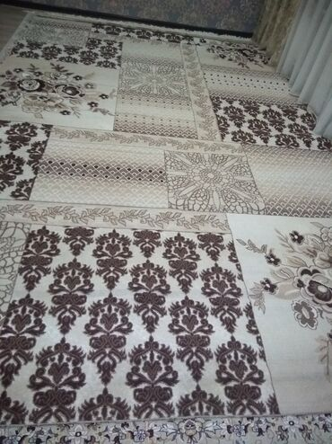 Продаю ковёр 3*5 цена:6000 сом Б/У,почти новый. Отличное состояние