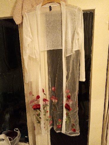 белое летнее платье в Кыргызстан: Продаю накидку летнюю,новая,капрон с вышивкой,белая и цветочки
