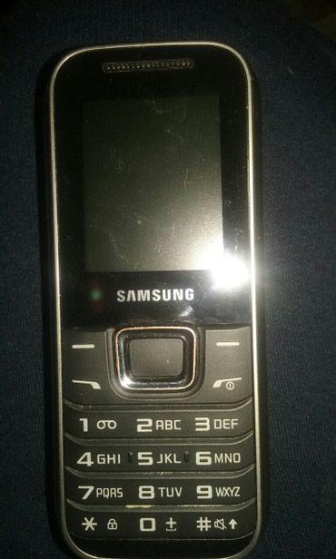 Samsung sa slike. 1000din. 061/204-0634 - Nis