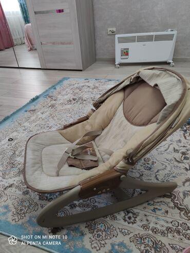 шезлонг для грудничков в Кыргызстан: Качалка шезлонгС 0 до 3лет.Когда ребёнок подрастёт,можно как кресло