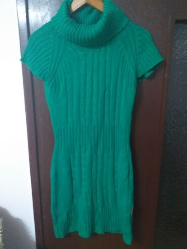 Prodaja garderobe veoma povoljno nova i dobro očuvana cena od 150 din