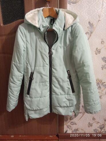 Продаю куртки в хорошем состоянии(весна-осень) по 300 сом: Светло-сала