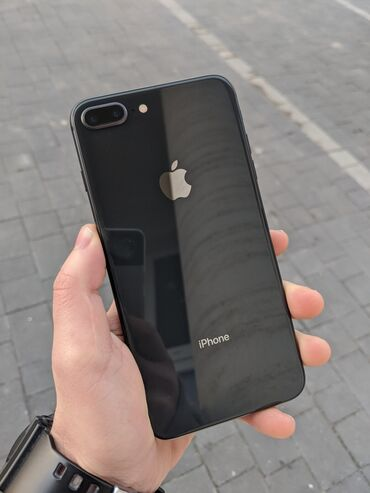 IPhone 8 Plus в идеальном состоянии  64 Gb чёрный  Два чехла в комплек
