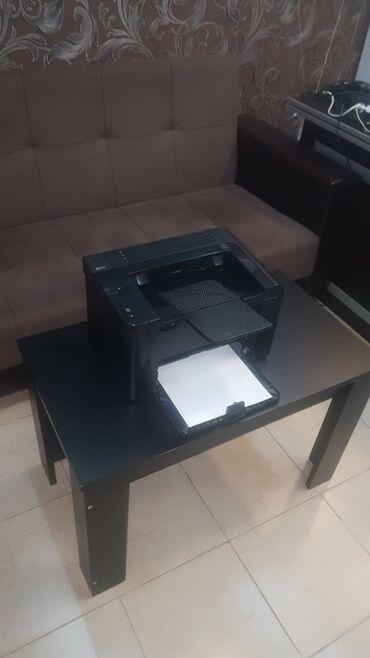 hp принтеры в Азербайджан: HP laserjet P1606.Təəcili satilir,heç bir problemi yoxdur,.İki üzlü
