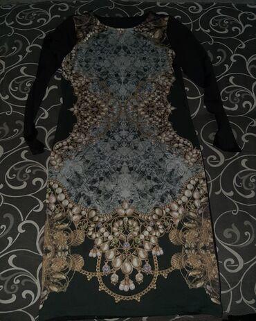 Zenske dve haljine u odlicnom stanju,nikad nosene,velicine M
