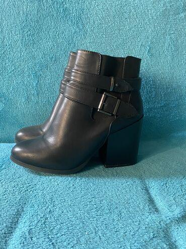 Torbez cena - Srbija: Čizme Primark broj 40,5. Novo, nenoseno. Stabilna stikla, atraktvan