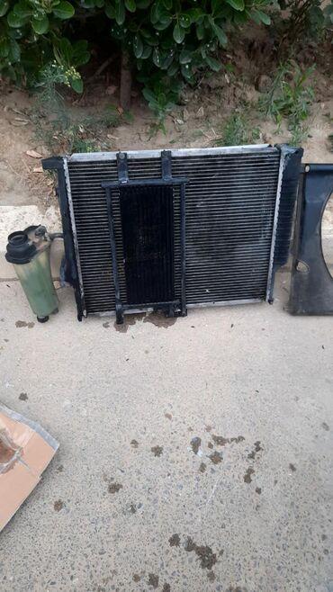 Avtomobil üçün alətlər - Azərbaycan: BMW320 E36 Su radiatoru. Sağ qazan dəyişilməlidi. Sol qazan normaldı