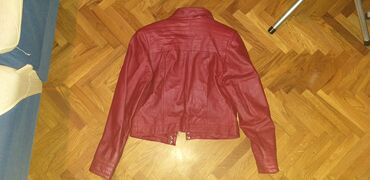 Primark crni mantil - Srbija: Crvena kožna jakna,obučena par puta.Sedefast sjaj.U odličnom