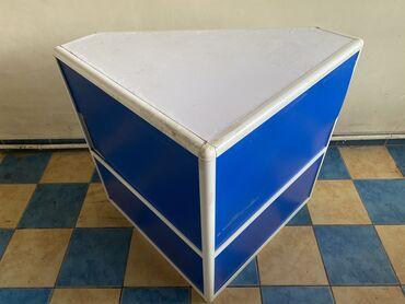 Продаётся витринный угловой стол