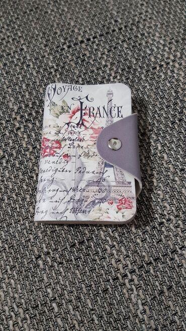 Holder za kartice, bez ikakvog ostecenja, bas dosta kartica staje