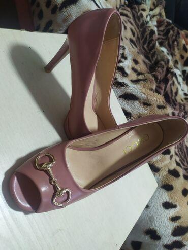 Платье нежно-розовое 46-48 размера, надевала 1 раз на выпускной. Туфли