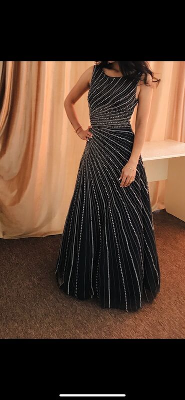 s размер в Кыргызстан: Размер S-M . Камни сваровские . Очень красивое платье. Надето один