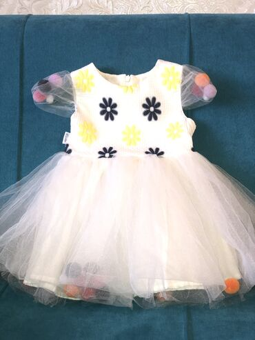 10696 объявлений: Продаётся платье для принцесс . Одевали 2 раза в отличном состоянии