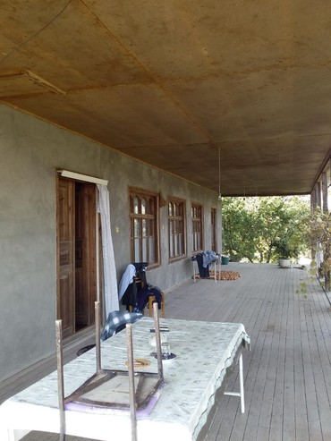Daşınmaz əmlak Göyçayda: Tecili olaraq Göycayin qizlagac kendinde heyet evi satilir heyetde bar