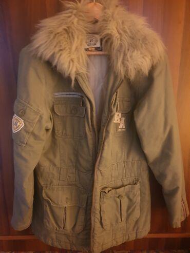 Ski jakne - Srbija: Potrebno je zameniti rajsferslus. Krzno moze da se skine