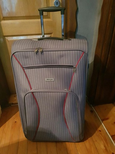Kofer - polovan, odlično stanje, ima samo malo oguljeno gde su točkići