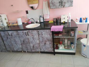 Sudopere - Srbija: Kuhinja očuvana sa malim bojlerom, sudopera, česma. Povoljno