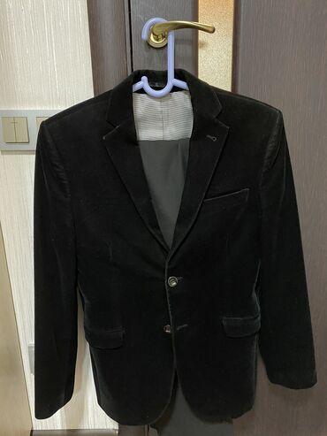 Пиджак состояние почти идеальное  Размер М Вместе с брюками