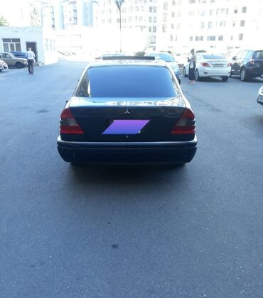 - Azərbaycan: Mercedes-Benz C 200 2.2 l. 1995 | 268000 km