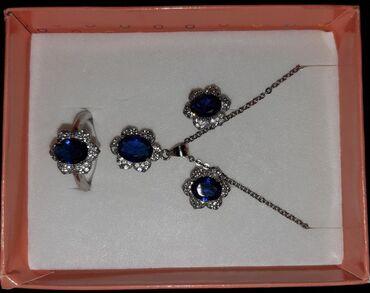 qadın üçün dəri krosovkalar - Azərbaycan: Gümüş dəst. Üzüyün ölçüsü gəlmədiyi üçün satılır. İstifade olunmayıb